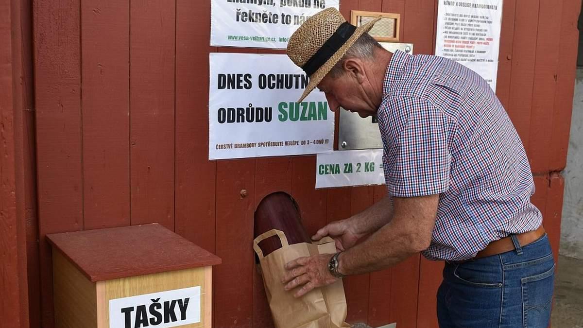 Чешский фермер смастерил автомат по продаже картофеля