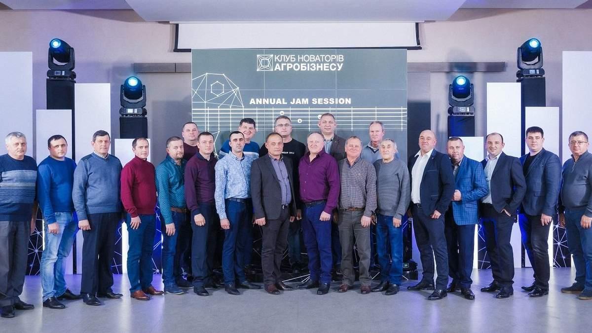 Учасники Клубу новаторів на зустрічі у грудні 2019 року