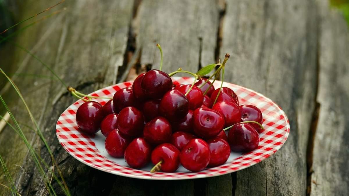 Гигантская ягода: в Италии вырастили самую большую черешню в мире