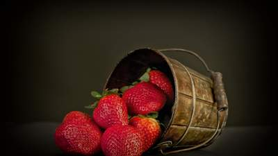 Теплична полуниця: якого попиту очікувати