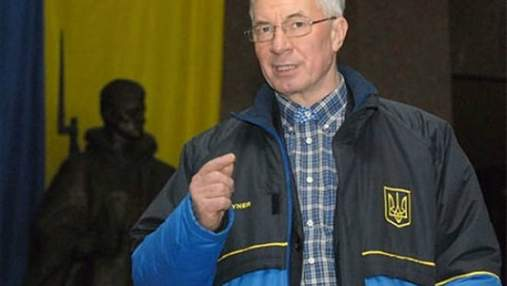 Азаров рассказал о рекордном урожае зерновых