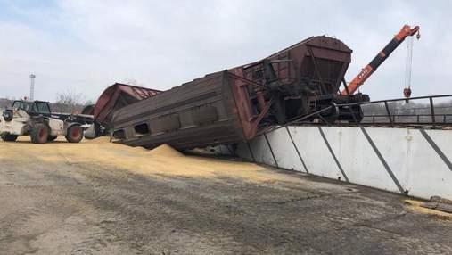 На Одещині перекинувся поїзд із зерном: з'явились фото з місця аварії