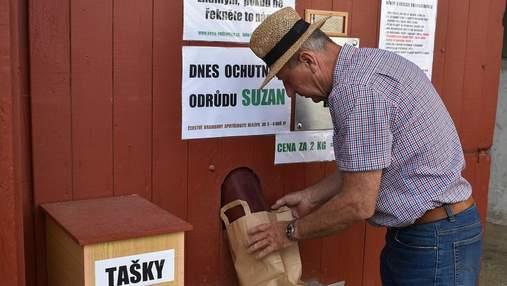 Чеський фермер змайстрував автомат з продажу картоплі