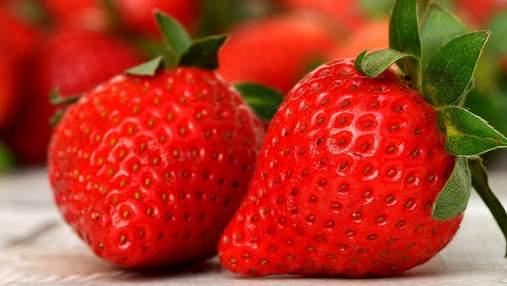 Гігантська полуниця: в Ізраїлі виростили ягоду, яка претендує на Книгу рекордів Гіннеса
