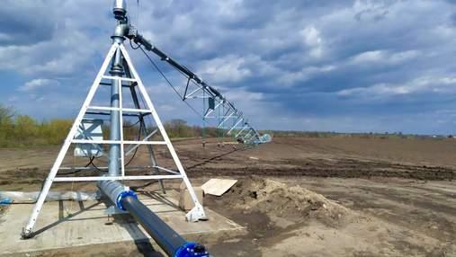 Первая в Украине: на Николаевщине монтируют двукрылую оросительную систему