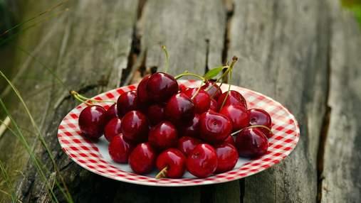 Гігантська ягода: в Італії виростили найбільшу черешню у світі