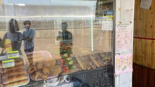 Чоловік на Полтавщині купив булочку з хробаками: місцева влада відреагувала